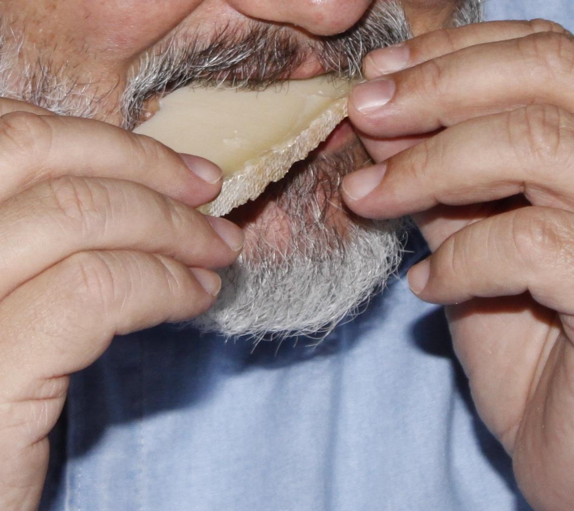 Alimentarsi con il formaggio non è consuetudine, utilizziamolo con gioia e un pizzico di interesse